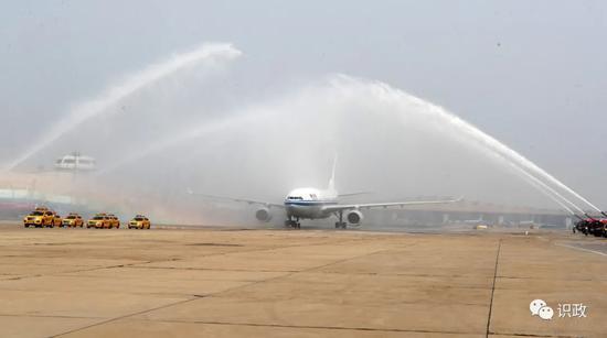 最高礼遇欢迎援鄂英雄凯旋 蔡奇陈吉宁李伟吉林到机场迎接图片