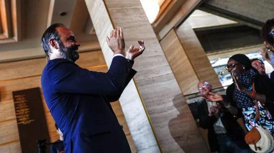 法国市政选举弃权率创新高 总理竞选地方市长获胜
