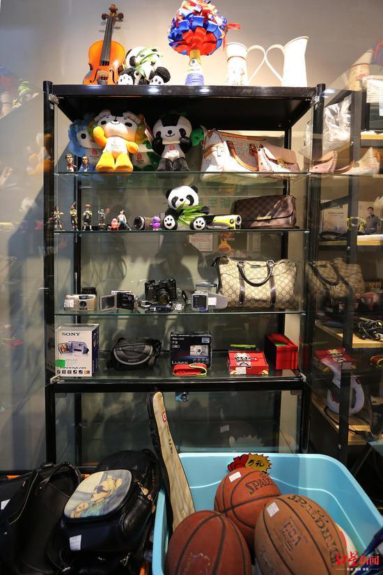 """这家专卖""""垃圾""""的店 开业第一个月就卖了8000元"""