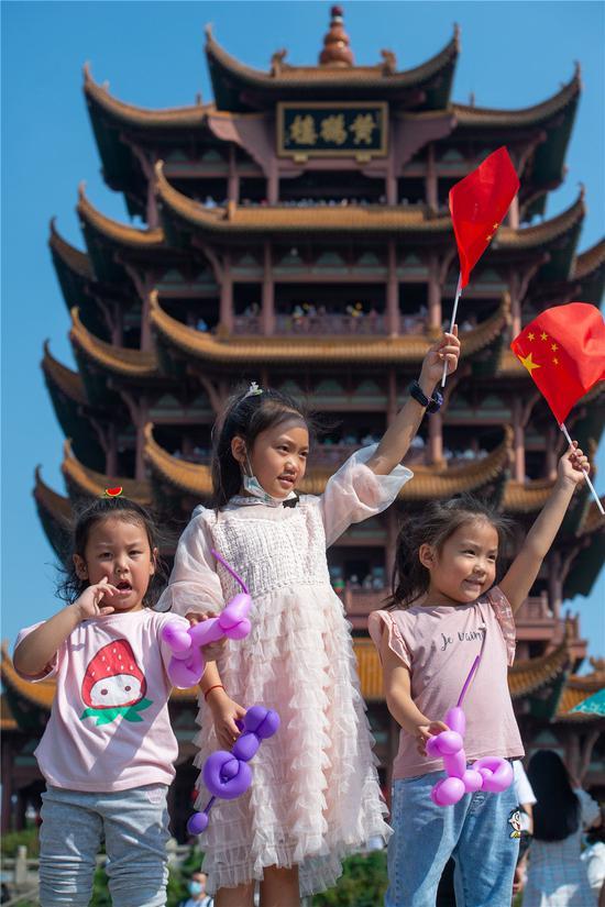 火热长假展现中国经济全面复苏图片