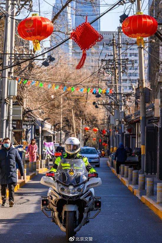 北京交管局:大年初一整体道路行驶畅通 部分景区周边车流集中图片