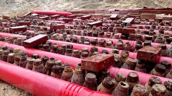 准备用扫雷爆破筒和TNT诱爆的爆炸物