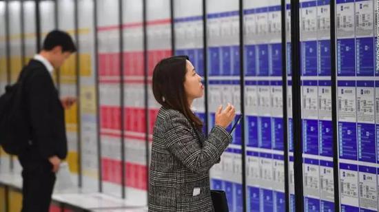 ▲在求职时,韩国女性很难在男权社会中找到一席之地。图据CNN