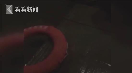 新东方网|菏泽一轻型货车核载2人,实载7人...乘客都坐在哪里了?