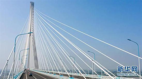 ▲沪苏通长江公铁大桥(6月30日摄,无人机照片)。 新华社记者 李博 摄