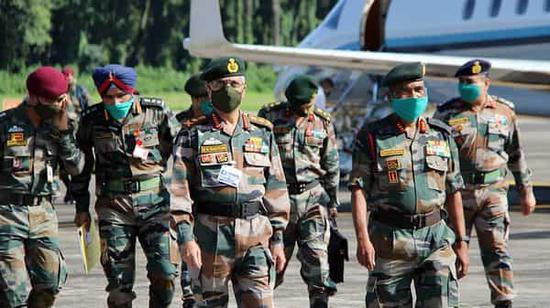增兵炫武之际 印度陆军参谋长视察中印边境