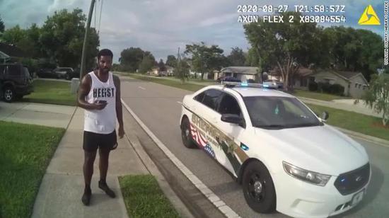 美国非裔男子慢跑时被误捕 获释后警长为他提供工作