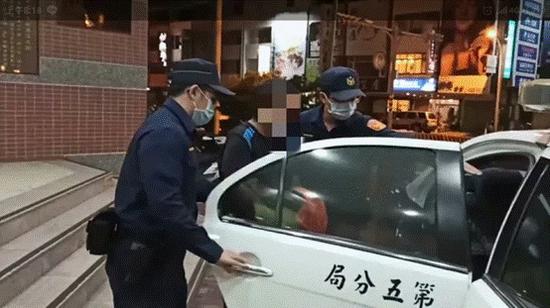 """台湾一男子持玩具枪抢邮局未遂后自首 称""""我想吃牢饭""""图片"""