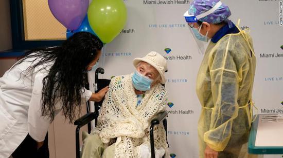 """美基金大佬:美国疫苗分发对老年人堪比""""种族灭绝"""""""