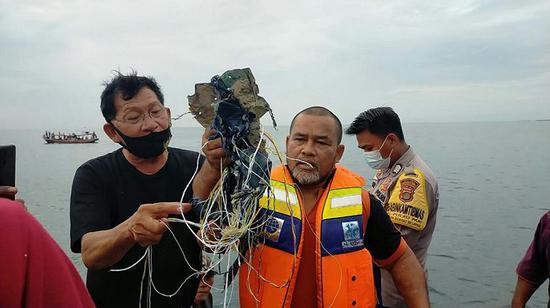 印尼发现疑似失联客机残骸(图)