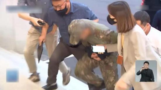 韩国空军女兵疑似自杀牵出性侵丑闻 韩媒怒批!