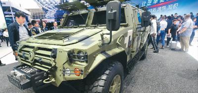 4月25日,拥有自主知识产权的军用版东风猛士亮相北京车展。龙 巍摄(人民视觉)
