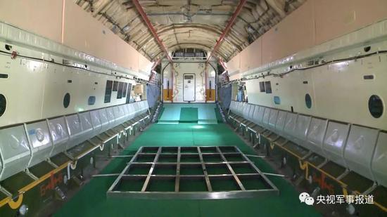 空军运输机赴韩接运第五批志愿军烈士遗骸回国