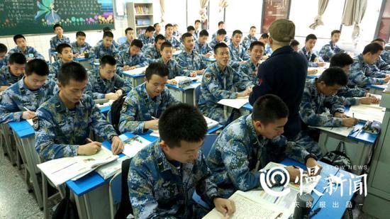 海航班在进行常规课程的学习