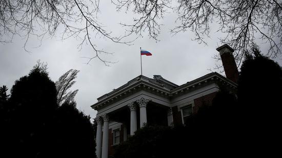 图为俄驻西雅图总领馆。(路透社)