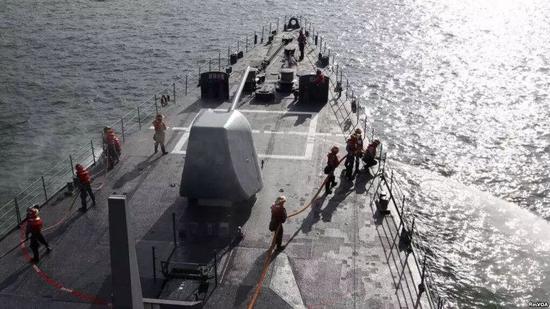 ▲资料图片:台湾海军的美制基隆级驱逐舰在高雄附近海域演习。(路透社)