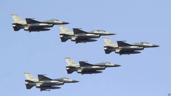 ▲资料图片:台南空军基地的F-16战斗机,已服役超过20年。(美联社)