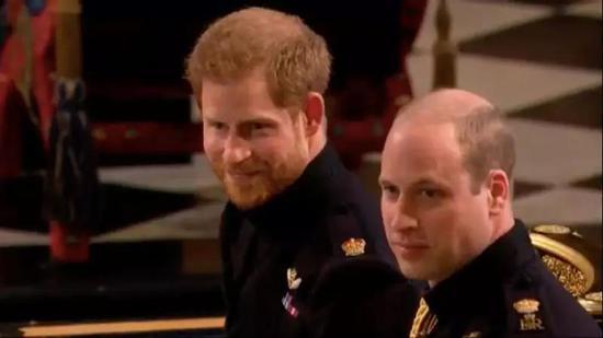 ▲左:哈里王子;右:威廉王子(图片来源:YouTube直播截图)