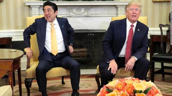 ▲安倍晋三与特朗普(CNN)