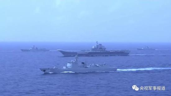 △辽宁舰参加海上阅兵