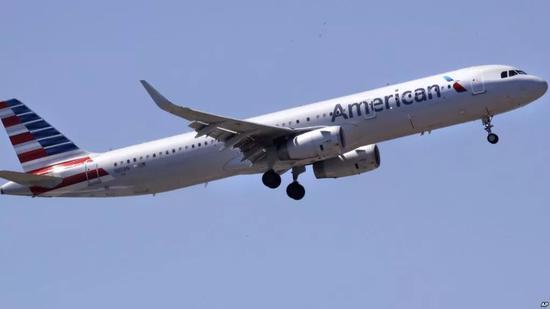 ▲资料图片:一架美国航空公司客机正在波士顿机场降落。(美联社)