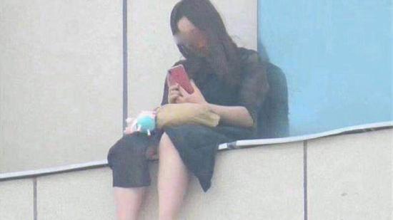 央视:围观起哄致少女跳楼 警惕病态社会逆反心理