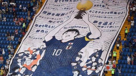 看台上的《足球小将》巨幅漫画