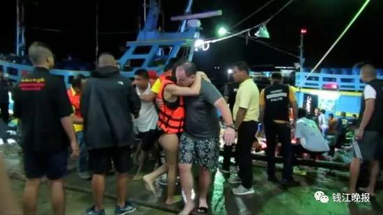 泰翻船事故失妻儿 男子泪诉:最后那刻儿子喊爸爸
