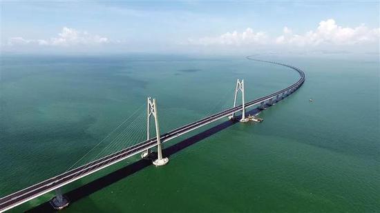 ▲港珠澳大桥主体工程全线贯通。