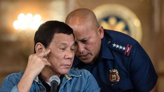 """杜特尔特称要""""杀了""""腐败警察 称其为""""废物""""枯木小说网"""