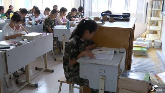 寿光灾区学生报到 开学第一课:面对灾难我们不怕