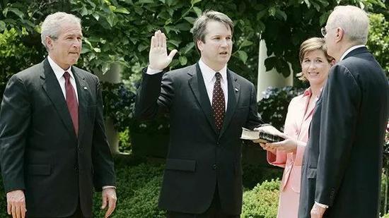卡瓦诺接受小布什任命。