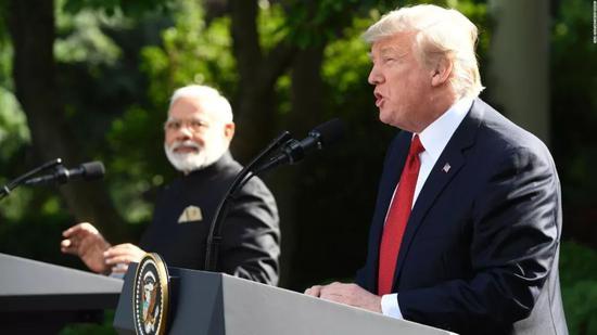 ▲资料图片:2017年6月26日,印度总理莫迪与美国总统川普在白宫玫瑰园发表联合声明。(CNN)