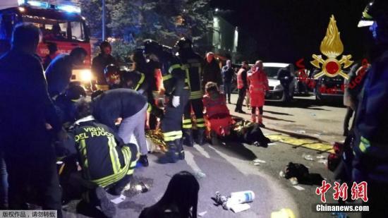 12月8日,意大利東海岸安科納附近一傢夜總會發生踩踏事故,造成6人死亡。