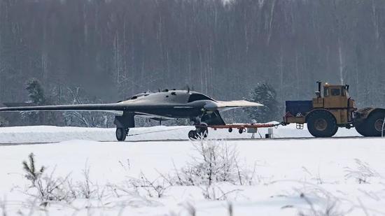 ▲俄社交网络上疑似第6代隐身无人机的照片