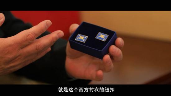 兩位將軍互贈紀念品:臂章和鈕釦