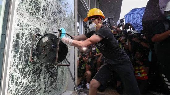 在香港哪些媒体在极力煽动暴力 侠客岛点出这几个