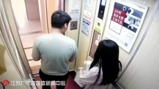 男子尾随女子回家电梯里掀裙偷窥 更过分的是这个|偷窥