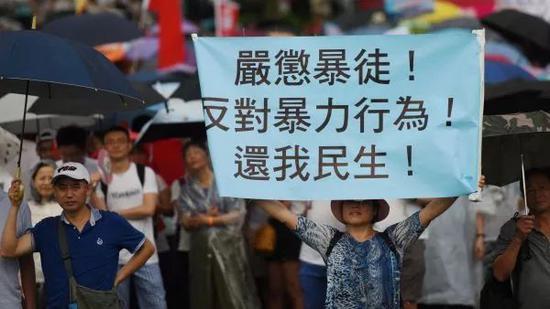 """▲7月20日下午,香港各界舉行""""守護香港""""大型集會,呼籲維護法治、反對暴力。大會主辦方說,當天共有逾30萬人參加活動,是香港歷來參加人數最多的集會。(新華社)"""