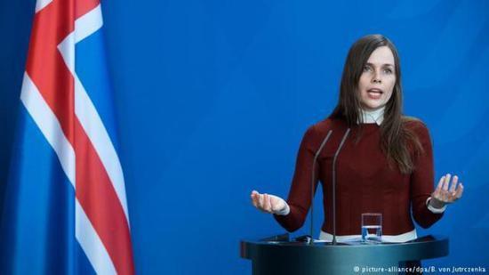 冰岛总理俗各布斯多蒂我
