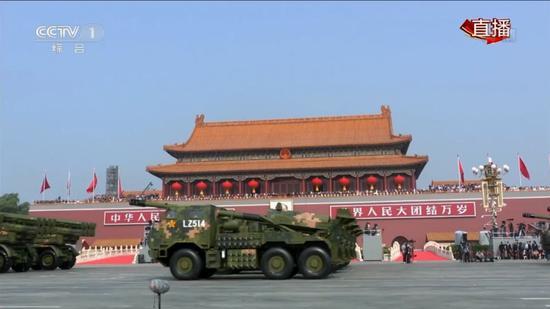 新型155车载自行加榴炮