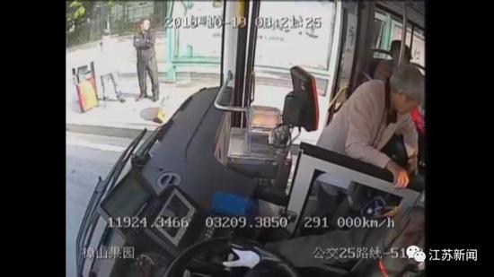 赌场上赌场先生_中秋载客565万人次 公交集团4282辆公车保畅通