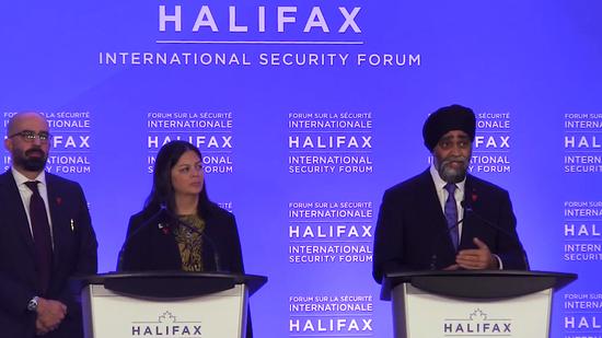 """加拿大國防部長哈爾吉特·薩詹(右)表明""""中國不是敵手""""(加拿大通訊社)"""