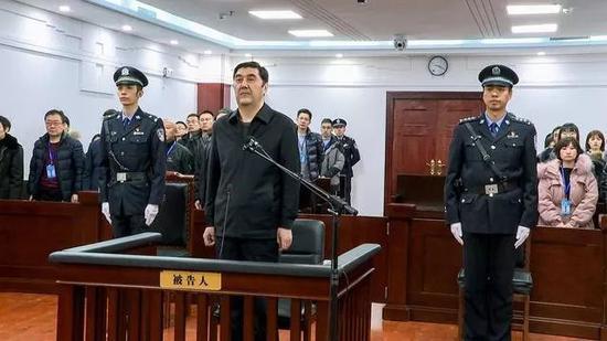 努尔-白克力被判无期:贪婪腐化 大搞家族式腐败
