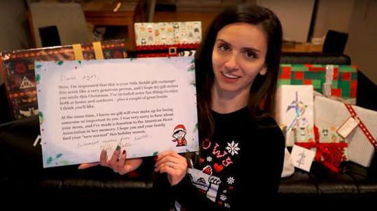 美国女子网上交换圣诞礼物 对方
