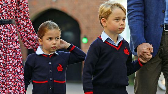 4名英国小学生在隔离,而威廉王子和凯特王妃的子女与他们在同一所学校就读