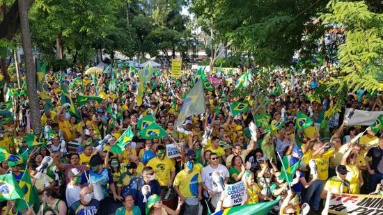 3月15日,巴西当地支持总统大游行 。当地媒体图片