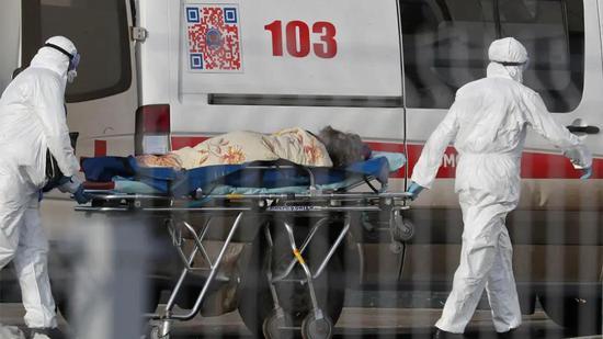 ▲当地时间4月12日,俄罗斯单日新增确诊病例首次超过2000例。图据《莫斯科时报》