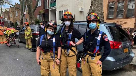 纽约消防局急救员。/安东尼·阿尔莫杰拉