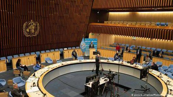 (图说:世界卫生大会成员国举行在线会议。图源:AFP)